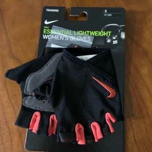 Women's Nike padded workout gloves CrossFit new
